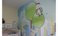 Personalização de quarto infantil com vinil adesivo e impressão digital aplicado em parede